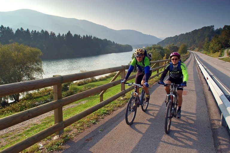 Promoting sustainable mobility: EUR 8.3 million in EU funding for cycling routes across Slovenia