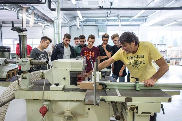 Evropska sredstva za povezavo poklicnega in strokovnega izobraževanja s potrebami trga dela
