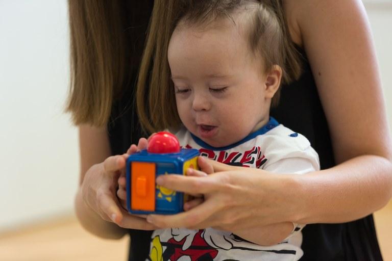 Evropska sredstva za zaposlovanje asistentov za delo z otroki s posebnimi potrebami