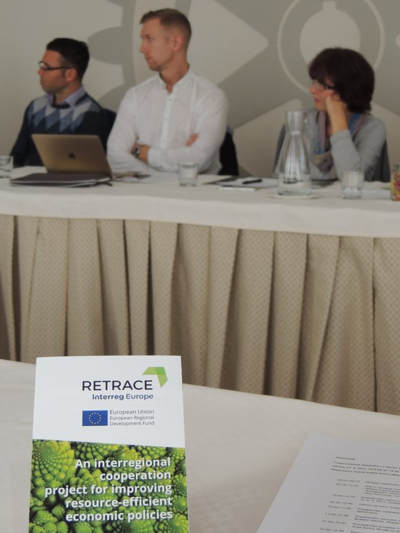 Na tretjem srečanju deležnikov projekta Retrace o akcijskem načrtu uporabe sistemskega oblikovanja za prehod v krožno gospodarstvo