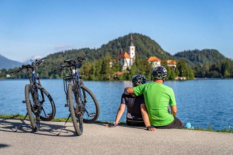 Spodbujamo trajnostno mobilnost: Evropska sredstva za skoraj 230 kilometrov novozgrajenih kolesarskih povezav širom Slovenije