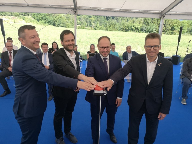 Minister Černač at the ceremony marking the start of the construction works for the Prapretno solar power plant: 'Green future is in our hands.'