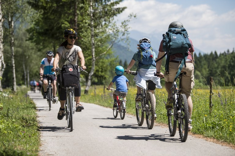 Promoting sustainable mobility: EU funding for a cycling connection between Postojna and Zagon