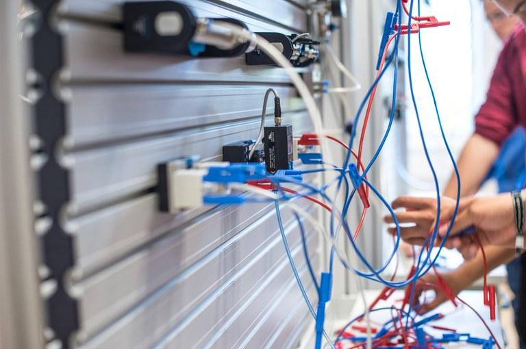 Evropska sredstva za energetsko prenovo Doma starejših občanov Metlika in Srednje elektro-računalniške šole Maribor
