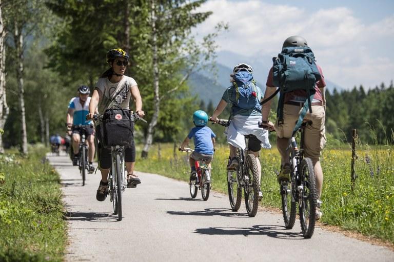 Spodbujamo trajnostno mobilnost: Evropska sredstva za kolesarsko pot od Postojne do Zagona