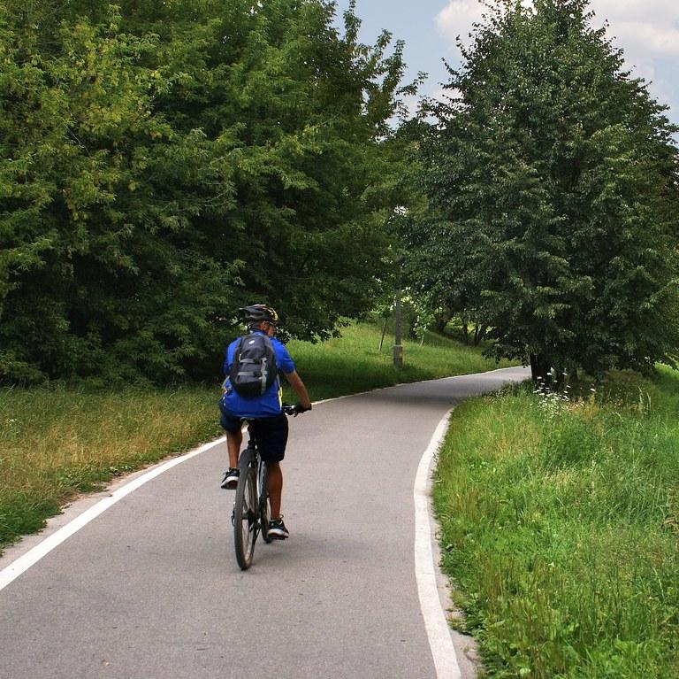 Spodbujamo trajnostno mobilnost: Evropska sredstva za kolesarsko povezavo Trebnje-Mirna-Mokronog